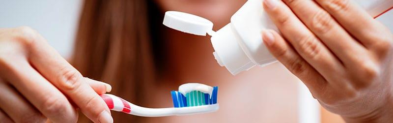 Valkaiseva hammastahna