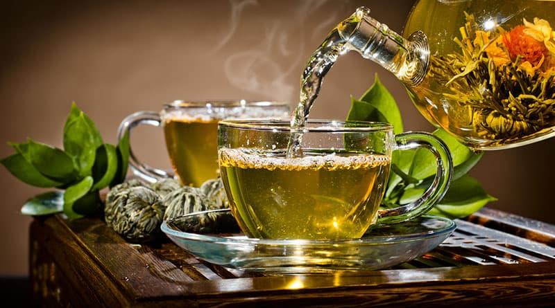 Onko vihreässä teessä kofeiinia ja kuinka paljon?